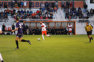 A tad over 1,000 fans filed into SU Soccer Stadium despite the rain, New York State Fair and Labor Day on Monday.